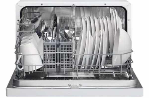 Le mini lave-vaisselle optimise l'espace disponible